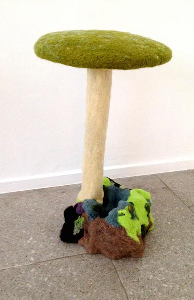Schulenburg_amanita-green_2014_wool-polystyrene-wood_70x41x42 cm kopi